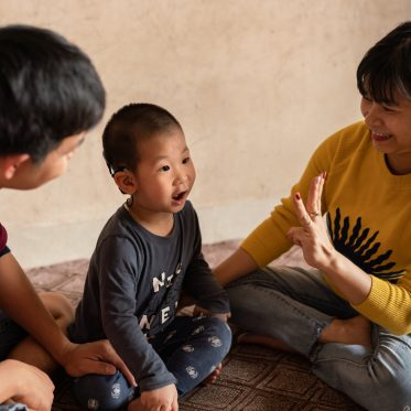 HearTheWorldFoundation_CochlearImplants_Hanoi_Lam_counting